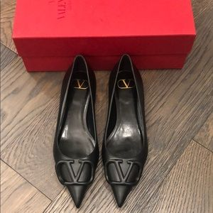 Brand new ValentinoVLOGO black flats w/box